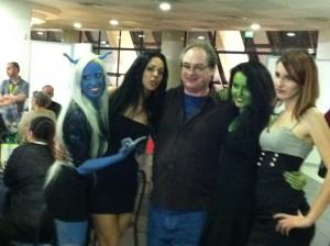 John Billingsley e le girls
