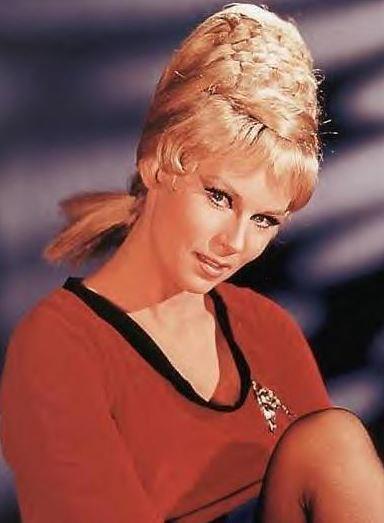 Grace Lee Whitney come Janice Rand in una foto promozionale dell'epoca.