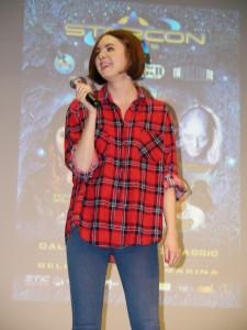 Karen Gillan, una scozzese in camicia scozzese.