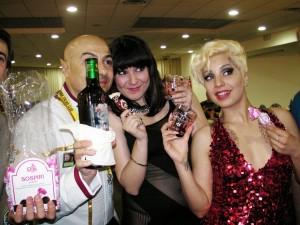 Immagini dalla cena di gala: birra romulana e modelle. Quale fa più girare la testa?