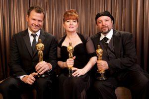 Joel Harlow, Mindy Hall e Barney Burman con l'Oscar vinto nel 2010